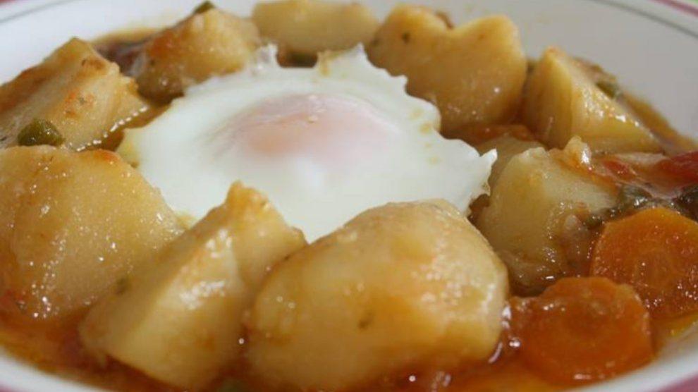 Receta de patatas guisadas con huevo