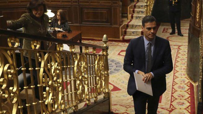 El presidente del Gobierno, Pedro Sánchez, abandonando el hemiciclo del Congreso. (Foto: EFE)