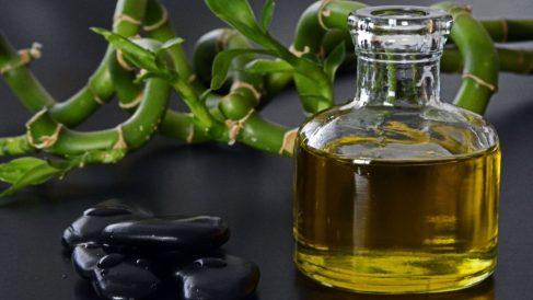 El aceite de oliva le puede dar muy buen aspecto a tu cabello
