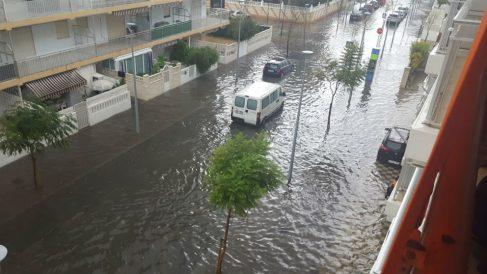 Estado de la playa de Gandia tras las lluvias torrenciales de anoche. Foto: Lucía Dillet.