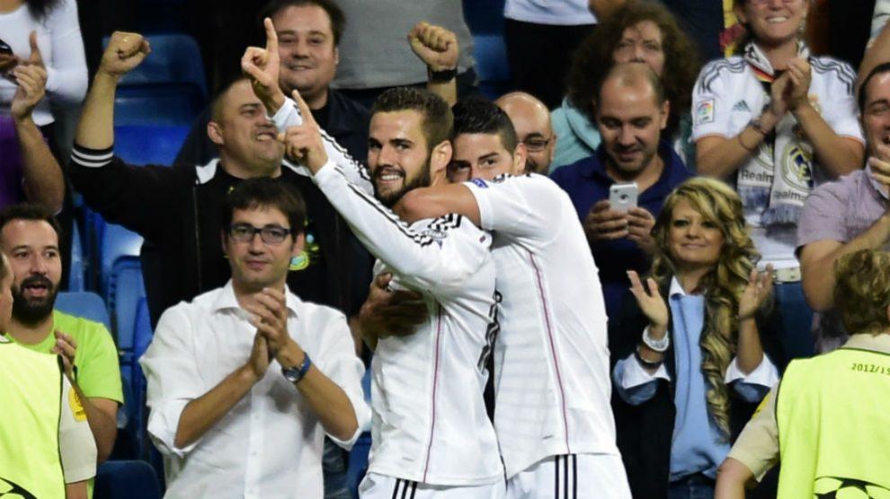 Nacho Fernández y James Rodríguez celebran un gol con el Real Madrid. (Getty)