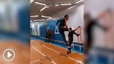 El impresionante salto de Van Dijk.