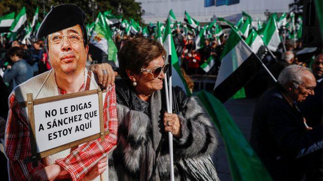 Miles de extremeños protestan por «un tren digno» sin la presencia este año del socialista Fernández Vara
