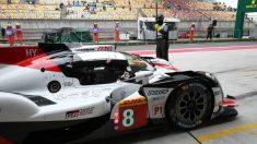 El Toyota de Fernando Alonso, en los boxes de Shanghái. (@ToyotaGazooRacing)