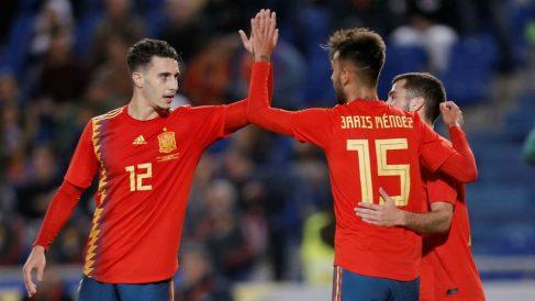 Hermoso celebra un gol con Brais. (EFE)