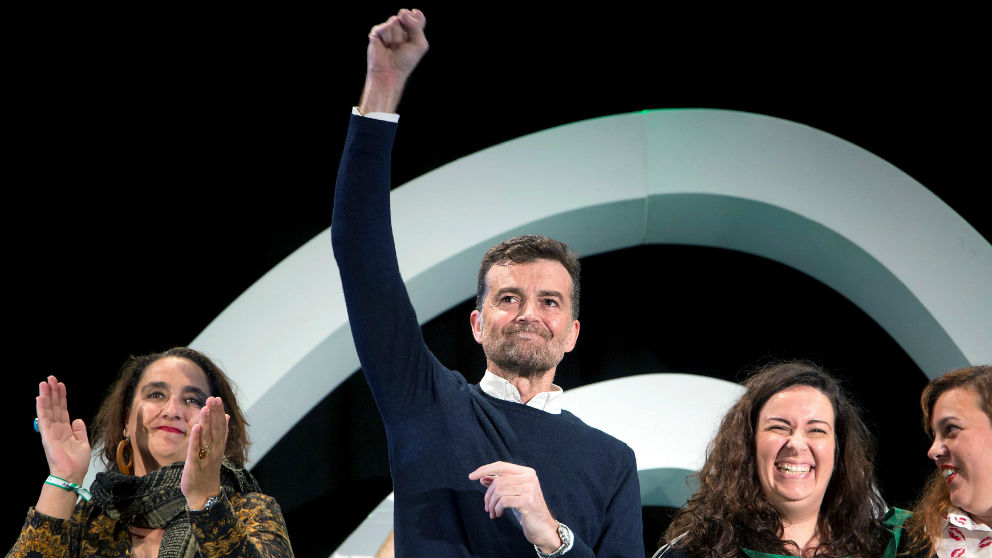 Antonio Maíllo (IU), en un mitin de Adelante Andalucía en Benalmádena este domingo. (Foto: EFE)