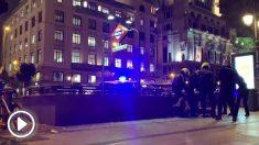 Seis agentes de policía son necesarios para reducir a una mujer que se resistía al arresto