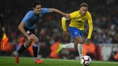 Cavani y Neymar en una acción del partido entre Uruguay y Brasil en Wembley. (Getty)