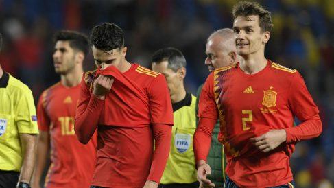 Mario Hermoso y Diego Llorente durante un partido de España. (AFP)