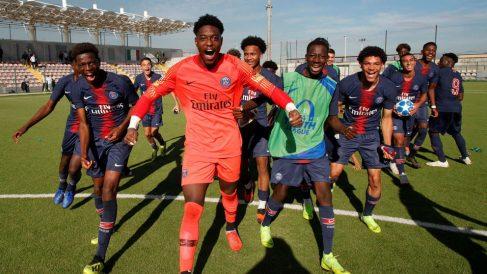 Los juveniles del PSG celebran una victoria en la Youth League. (psg.fr)