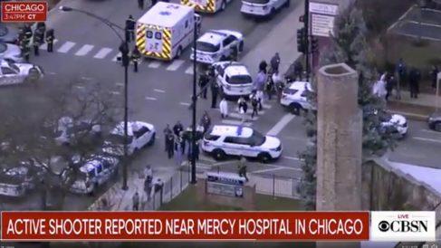 Inmediaciones del hospital Mercy de Chicago donde se ha producido un tiroteo.