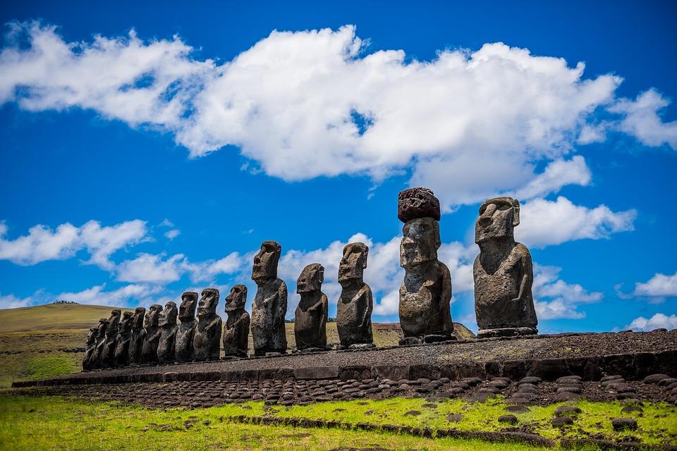 Las famosas estatuas Moai.