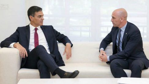 Pedro Sánchez y Rubiales, en una reunión. (RFEF)