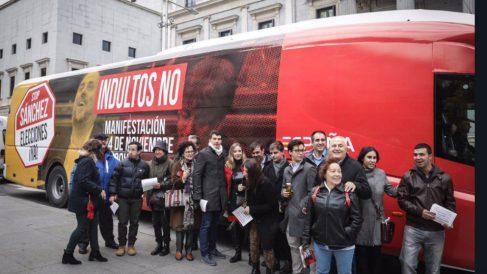 Bus España Ciudadana frente al Congreso de los Diputados.