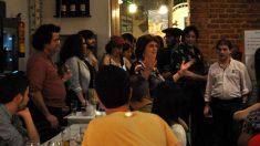 César Román, elRey del Cachopo (a la derecha), durante la cena ofrecida el 24 de abril de 2018 para financiar Onda Maravillas.