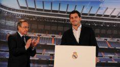 Casillas, junto a Florentino Pérez en el día de su despedida del Madrid. (Getty)
