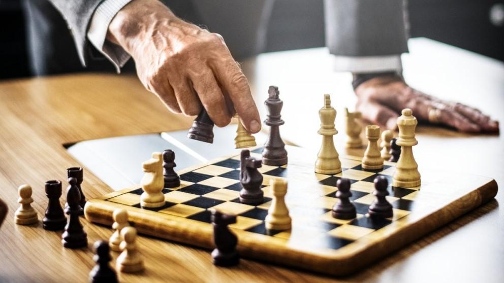 Para jugar al ajedrez es imprescindible saber colocar las fichas