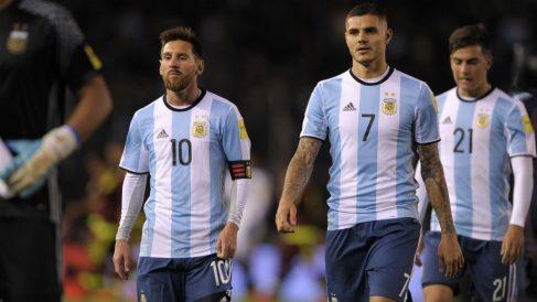 Leo Messi y Mauro Icardi tras un partido con Argentina. (AFP)