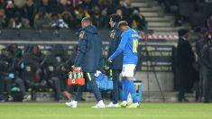 Neymar se retira lesionado. (Getty)
