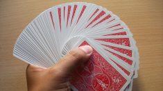 Los abanicos con cartas pueden hacerse a una o dos manos