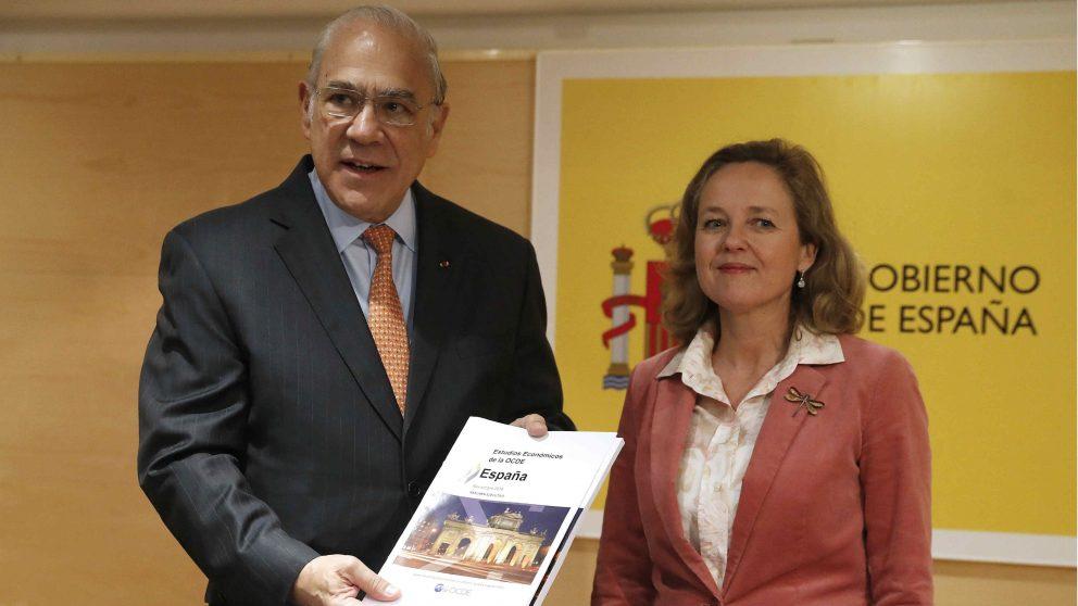 Ángel Gurría (OCDE) junto a Nadia Calviño.