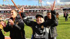 Maradona celebra el triunfo de los Dorados de México. (Getty)