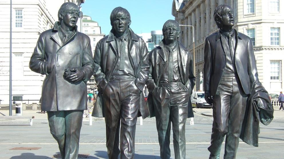Estatua de los creadores del White Album