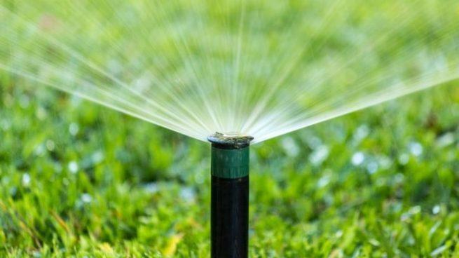 C mo instalar un riego por aspersi n for Sistema de riego por aspersion para jardin