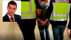 César Román, conocido como «El rey del cachopo», escoltado por agentes. Foto: Europa Press