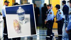 Los funcionarios comieron un bocadillo y una botella de agua