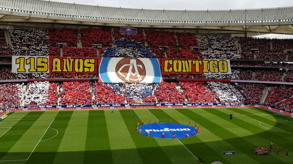 El Metropolitano luce un tifo en el partido contra el Levante.