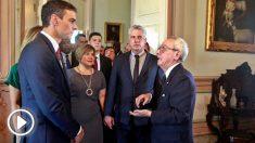 Pedro Sánchez, delante del presidente cubano Miguel Díaz-Canel (Foto: AFP)