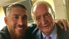Sergio Ramos y Juan Carlos I tras la final de la Champions.
