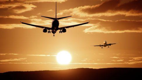 El fin de la Navidad dispara los desplazamientos aéreos y el tráfico en aeropuertos españoles.