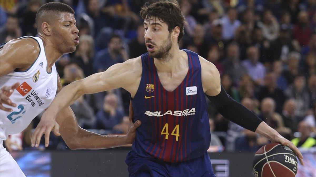 Tomic y Tavares, las dos torres del Clásico del baloncesto español.