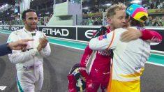 Hamilton y Vettel saludan a Fernando Alonso tras la carrera.