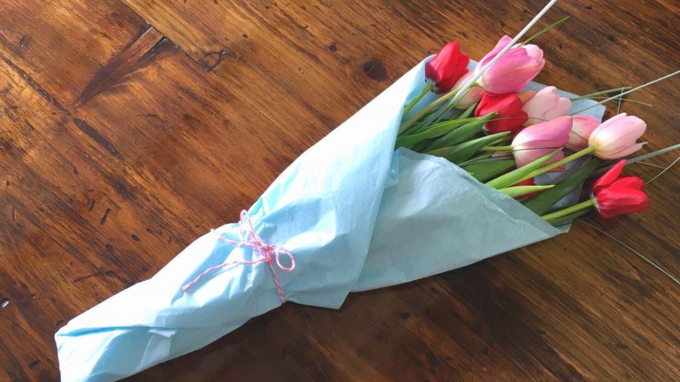 Saber envolver flores puede resultar muy útil