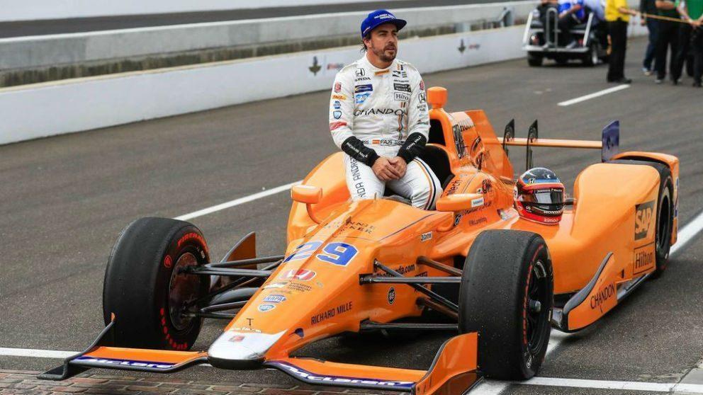 Fernando Alonso, en la línea de salida de las 500 millas de Indianápolis.