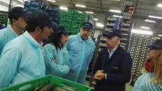 Juan Carlos Girauta en una visita durante la campaña electoral andaluza. Foto: EP