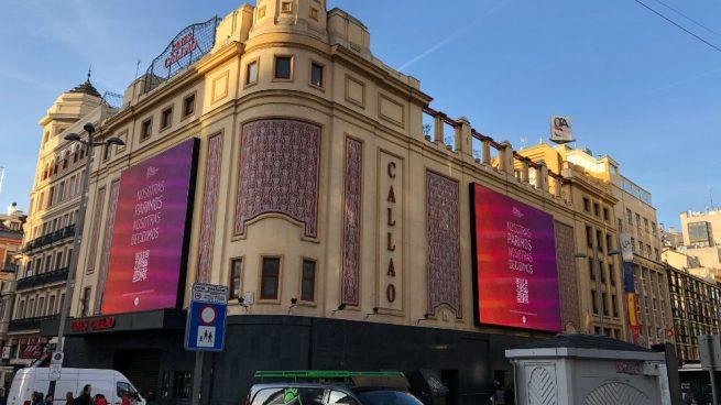 Madrid y Barcelona amanecen 'empapeladas' en una campaña a favor de la gestación subrogada
