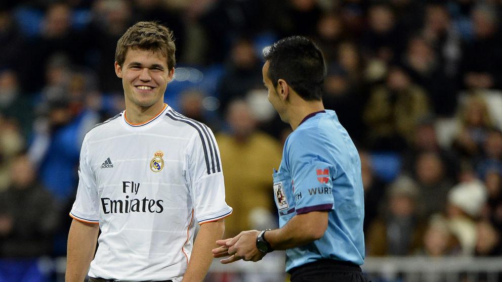 Magnus Carlsen, en el Santiago Bernabéu. (AFP)