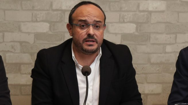 Alejandro Fernández replica a Rivera que él ya llamó a manifestarse este próximo domingo en Barcelona