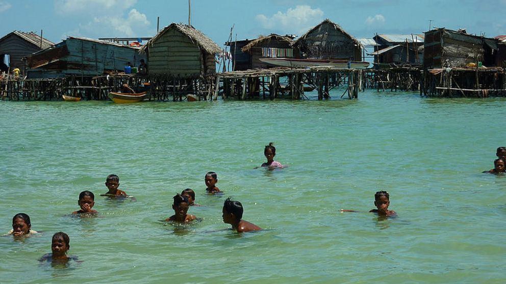 Conoce a los Bajau, el pueblo adaptado al agua que confirma las teorías de Darwin