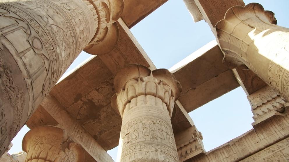 Templo de karnak y sus famosas columnas.