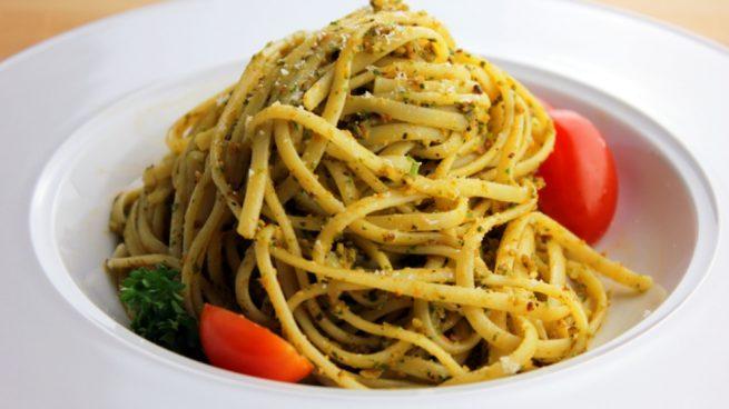 Espaguetis con salsa de almendras
