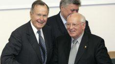 Bush y Gorbachov en una imagen de archivo (AFP).