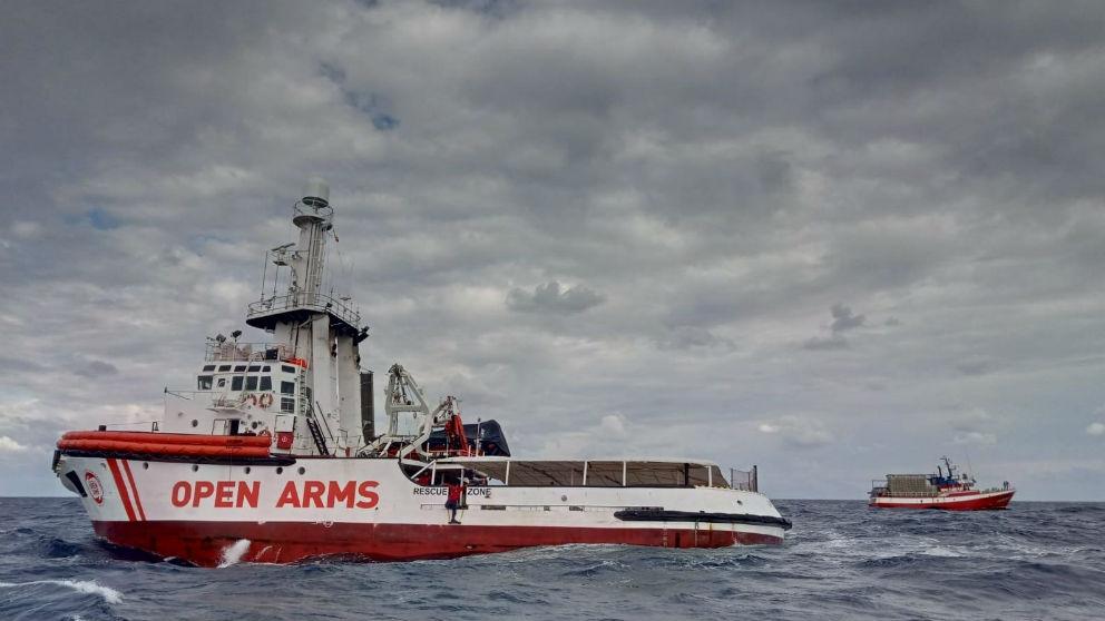 Barco de la ONG Open Arms que ha escoltado al perquero español Nuestra Señora de Loreto