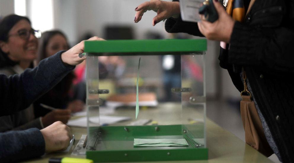 Una de las urnas utilizadas para las elecciones de Andalucía del 2D.