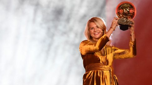 Ada Hegerberg celebra su Balón de Oro 2018. (AFP)