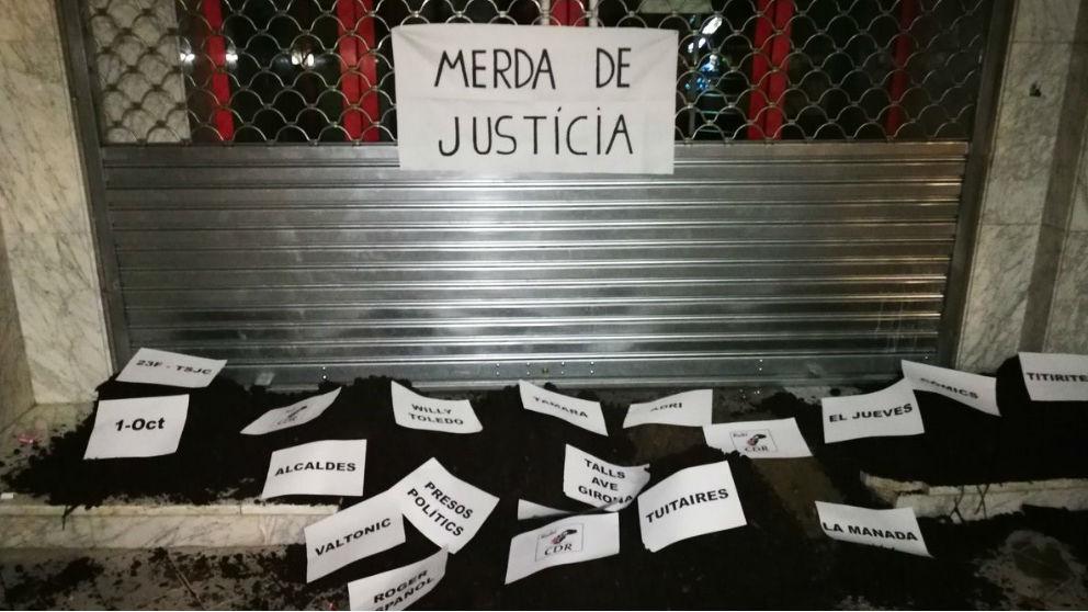 Acción de los CDR a las puertas de un juzgado. Foto: Europa Press